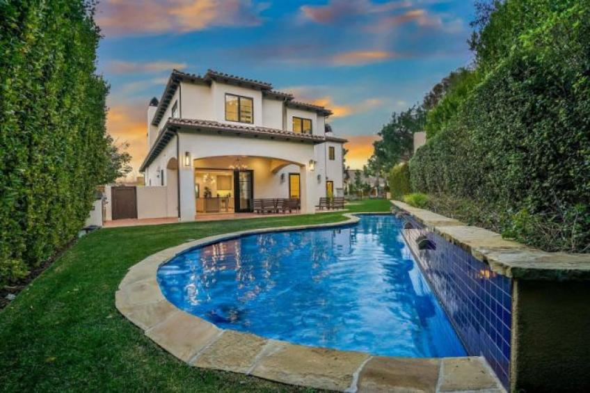 Serena Williams lists her home in Beverly Hills!