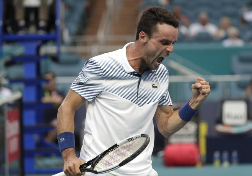 Roberto Bautista Agut reacts to saving match point against John Isner in Miami