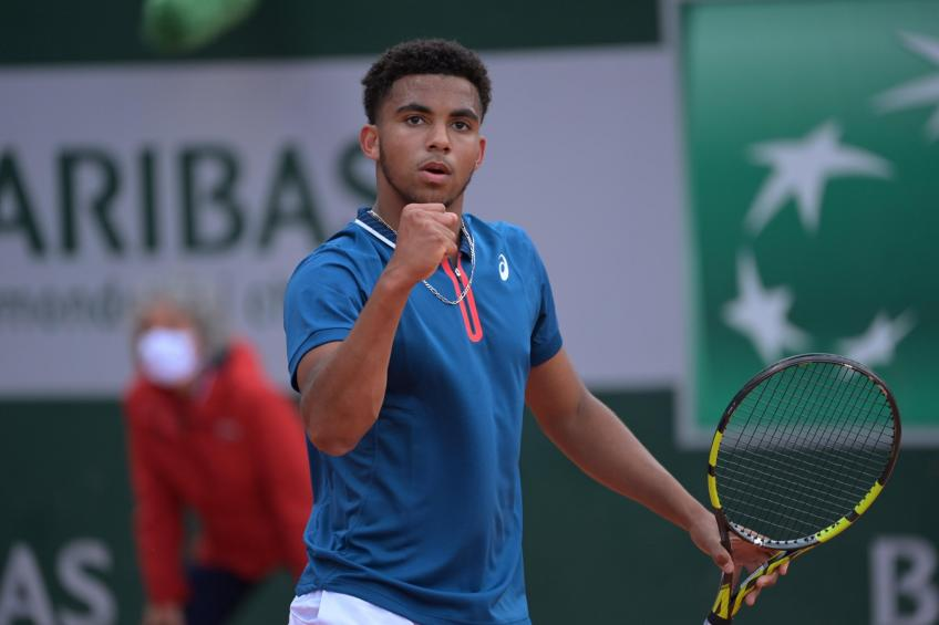 Arthur Fils, 16, reacts to stunning Bernard Tomic in French Open qualifying