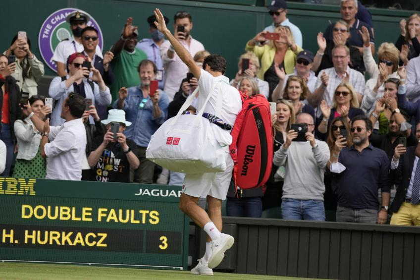 'It's something we're never seen from Roger Federer', says former No.1