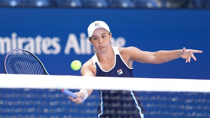 US Open: Ashleigh Barty, Iga Swiatek weather storms to reach 3R