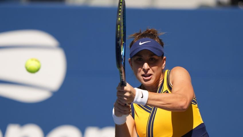 US Open: Belinda Bencic outsmarts and outplays Iga Swiatek to reach QF