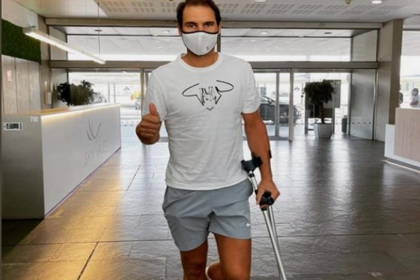 Rafael Nadal receives treatment on his troubled foot