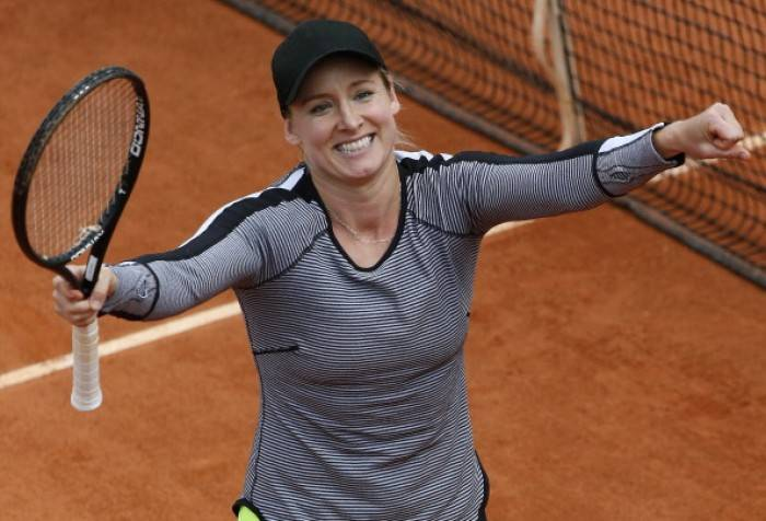 Tennis - American Bethanie Mattek-Sands sets up showdown with Maria Kirilenko
