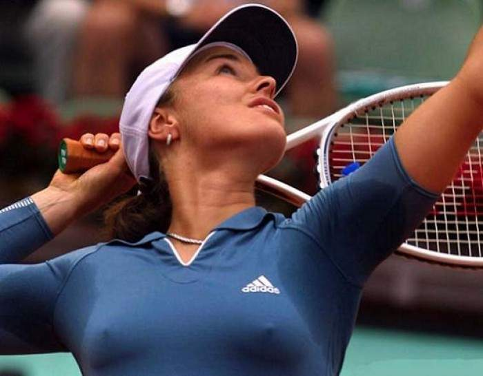 Tennis - Martina Hingis to play singles in Adelaide in January