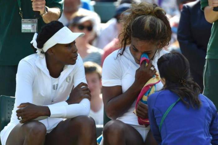 (VIDEO)Serena Williams crying before doubles match! What´s wrong with her?