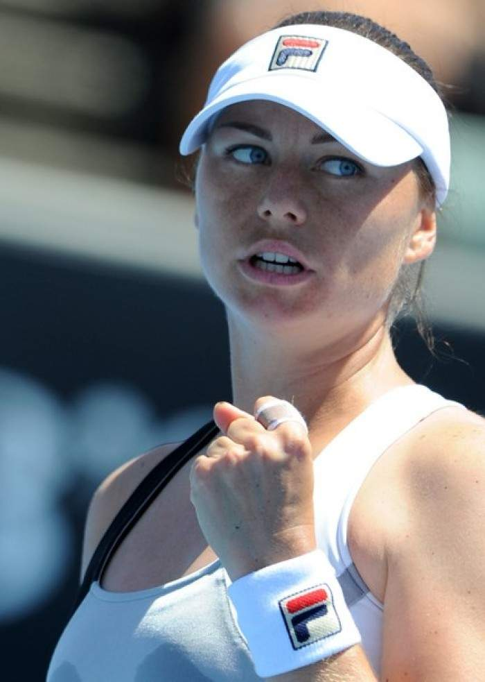 Australian Open - Zvonareva wins in straight sets