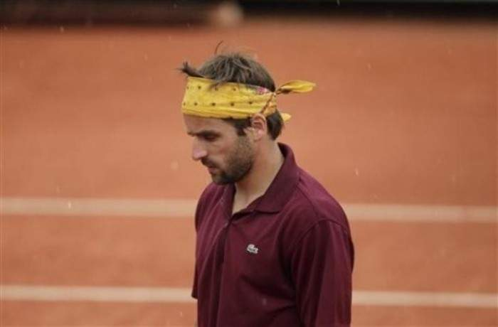 Arnaud Clement announces his retirement from singles
