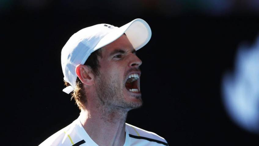 Andrew Castle: 'It doesn't look like Andy Murray's hip is good'