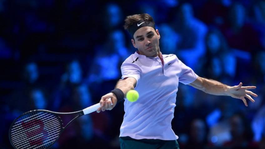 ATP Finals: Roger Federer comes from behind to beat Cilic
