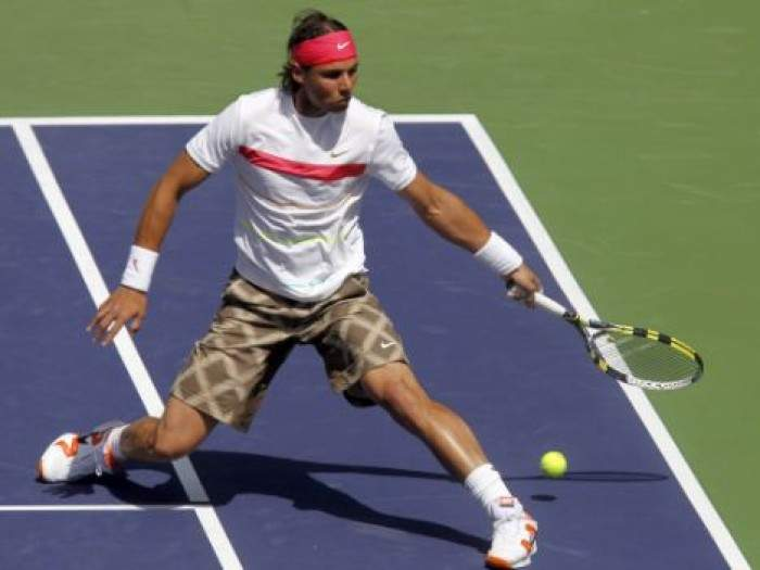 Rafael Nadal gets back on the tennis court
