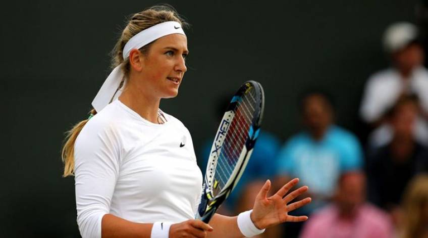 Victoria Azarenka puts shoes and racquet for auction