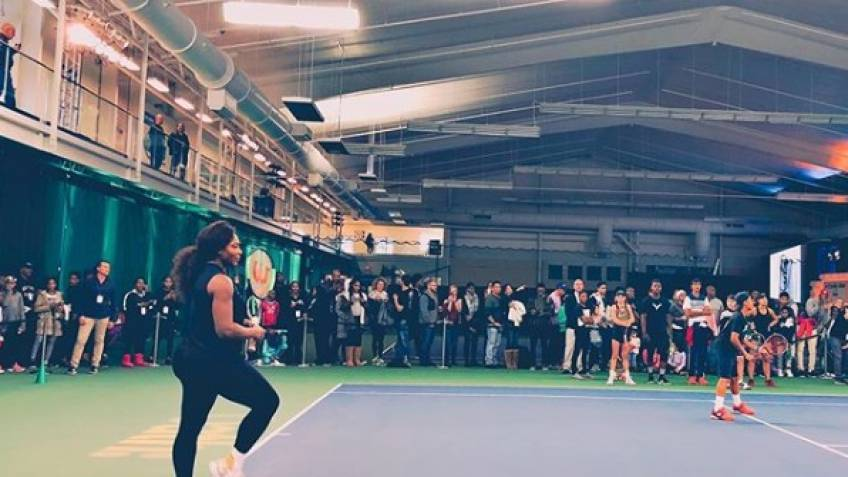 Serena Williams hits tennis courts for charity