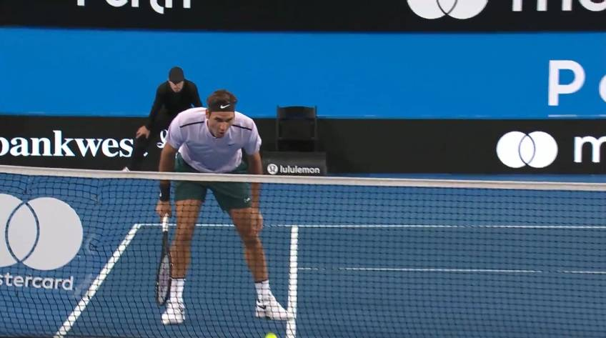 Federer hits superb volley, gets great help by net