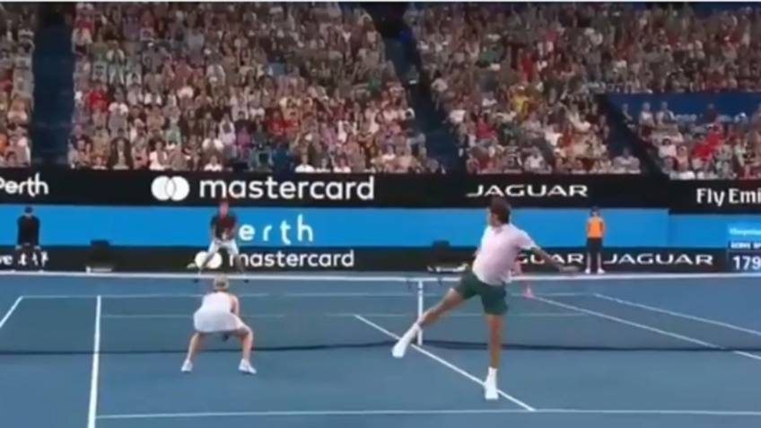 Athleticism at the next level: Roger Federer's beautiful volley