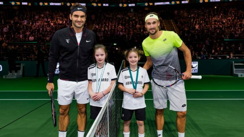 Roger Federer into Rotterdam Open final after securing world No 1 status
