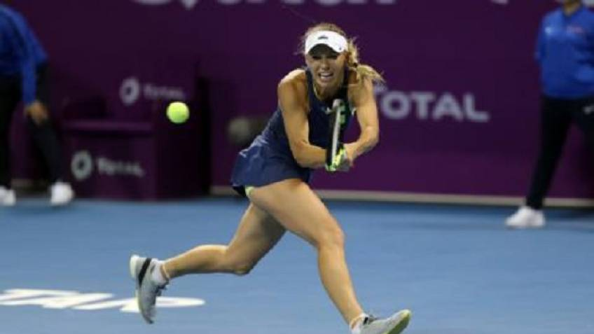 Wozniacki survives second set scare to roll into Doha semi finals