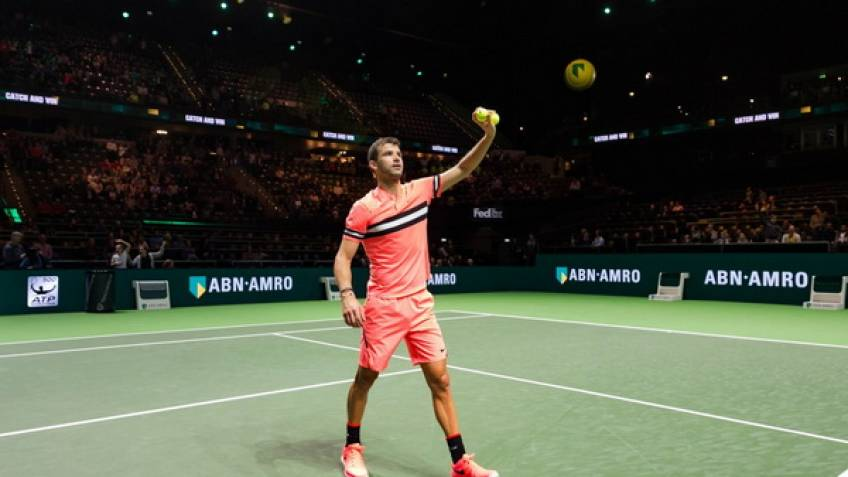 Federer cruises past Dimitrov to claim Rotterdam title