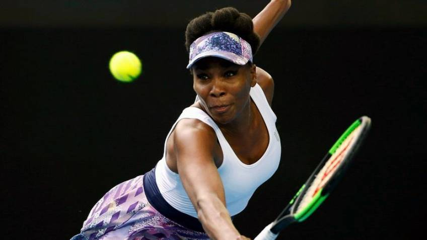 Halep and Venus into Indian Wells quarters, Wozniacki falls