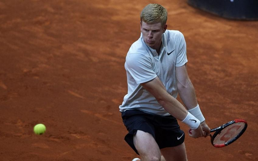 Kyle Edmund overcomes Rome condition difficulties to avoid early exit