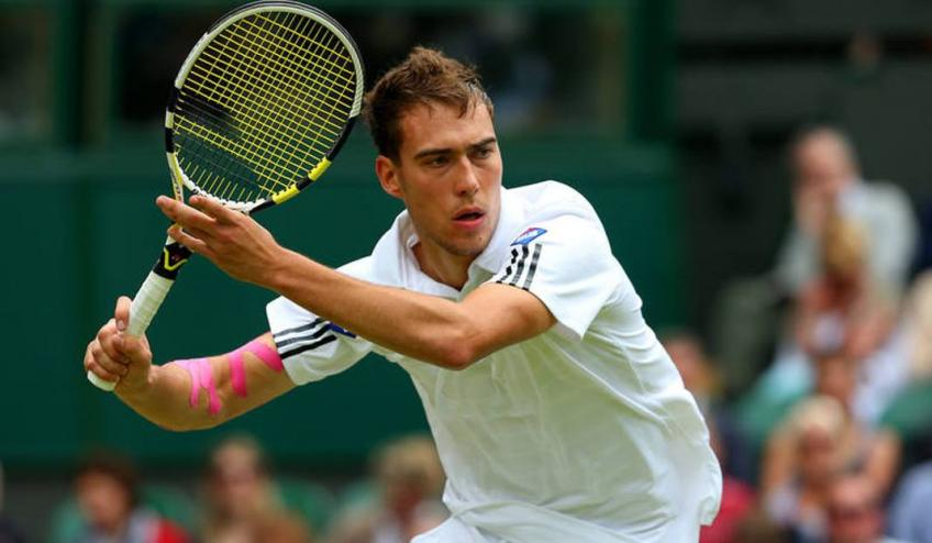 Jerzy Janowicz hints at retirement as he still feels knee pain