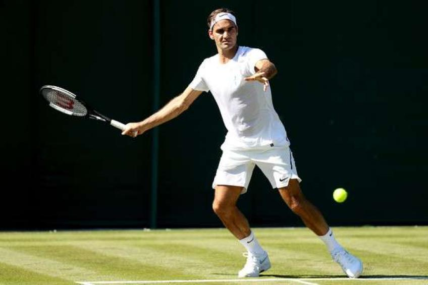 Roger Federer reacts to Andy Murray withdrawal