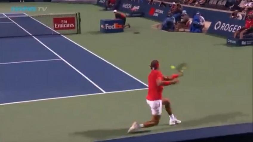 Rafael Nadal hits amazing slice passing shot against Wawrinka