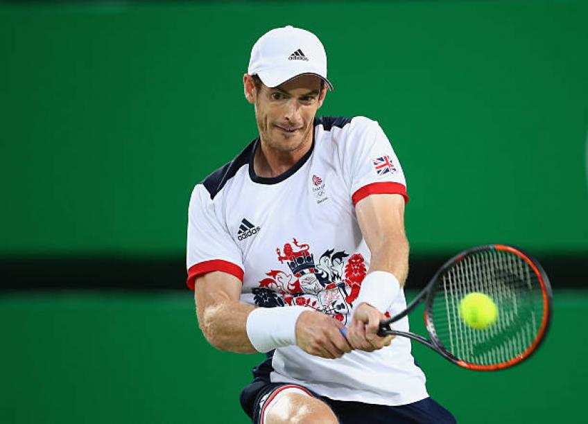 Andy Murray: 'Almost all the best backhands are double handers'