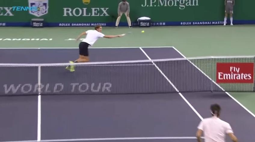 Medvedev hits best shot of the year against Roger Federer