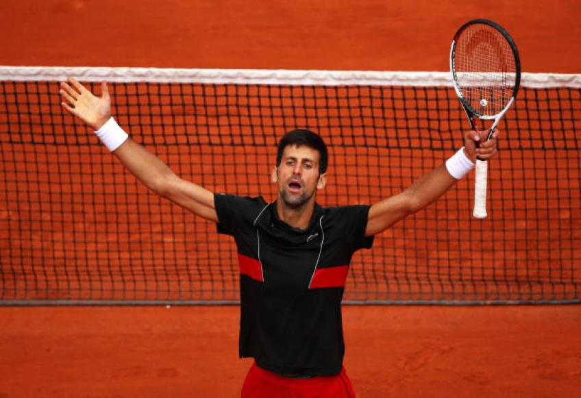Djokovic marks return to No.1 with Paris Masters stroll