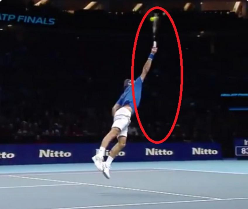 Roger Federer hits incredible backhand overhead