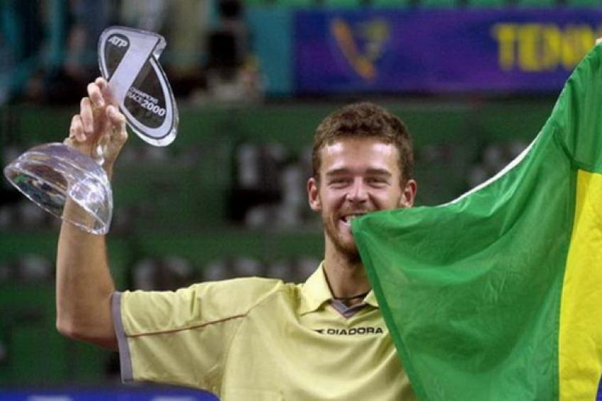 December 3, 2000: Gustavo Kuerten downs Andre Agassi to earn great honor