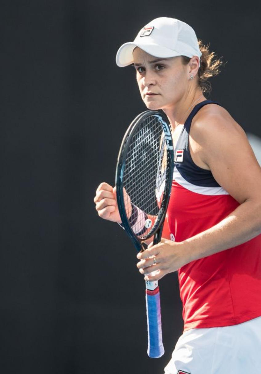 Ash Barty crumbles at crunchtime in Sydney feels encouraged for Melbourne