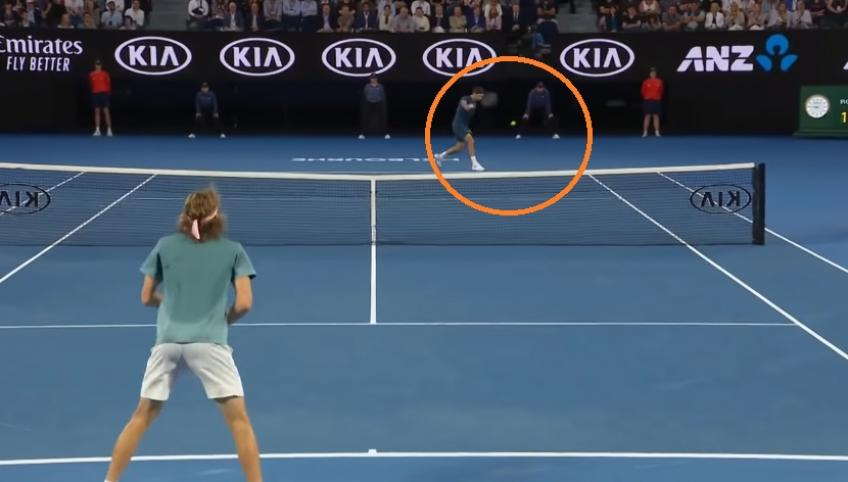 Roger Federer hits astonishing backhand winner