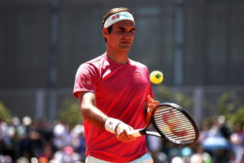 Federer returns to clay with win; Osaka survives