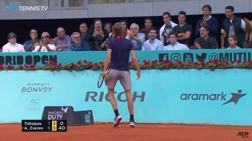 Zverev Riles Up Crowd With Perfect Pass