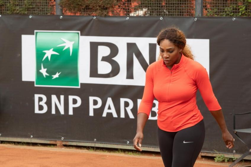 Serena Williams pulls out of Italian Open with knee injury