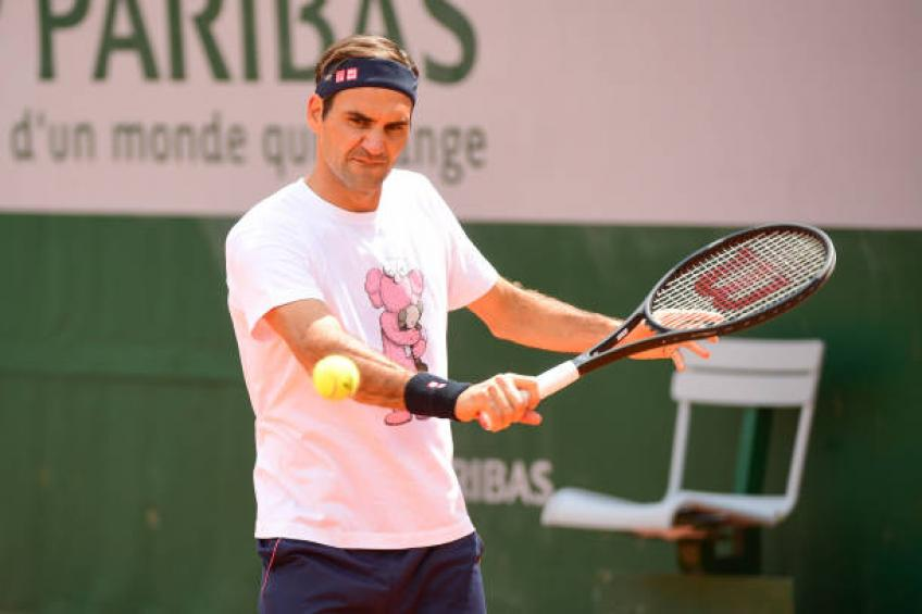 Nadal cruises through at Roland Garros; Wozniacki out