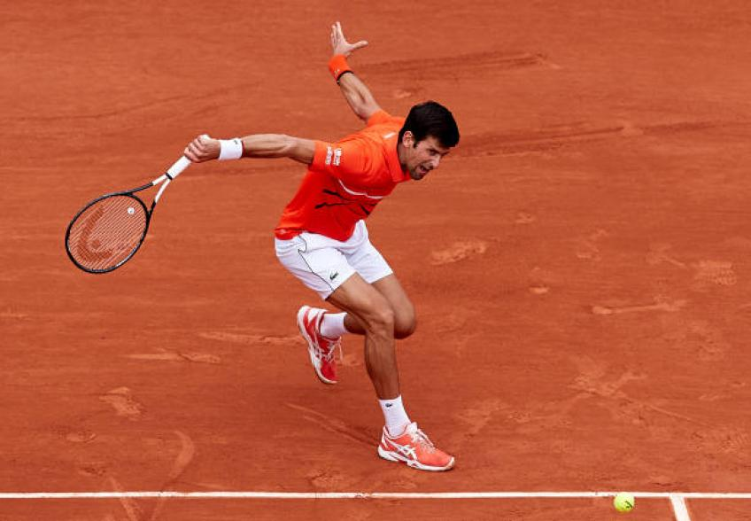 Djokovic breezes into French Open fourth round