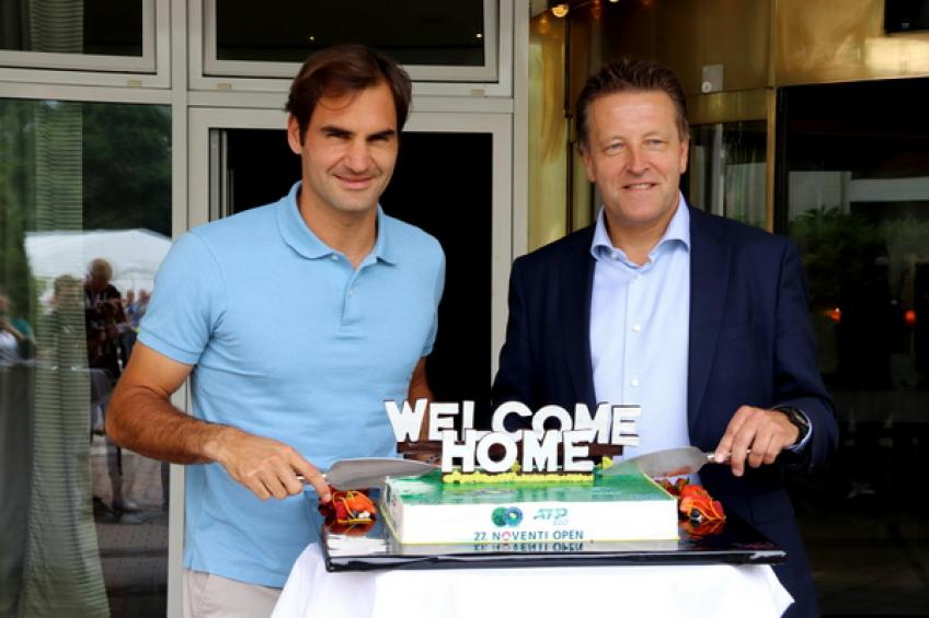 Roger Federer makes winning start to grass-court season at Halle Open