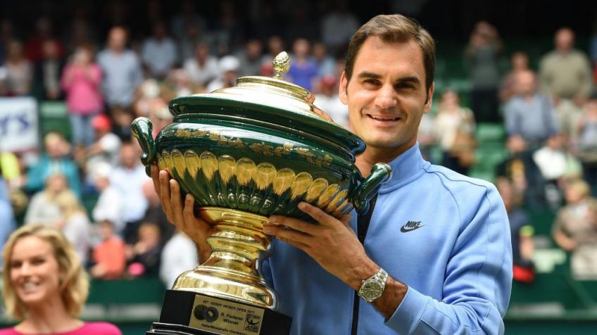 Roger Federer begins grasscourt season with win over Millman in Halle