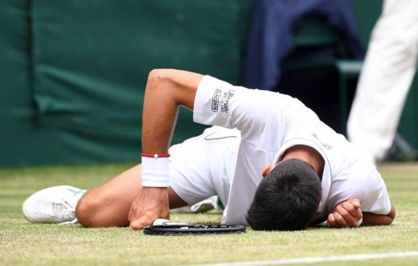 Roger Federer fires angry stare at Novak Djokovic during tense Wimbledon final