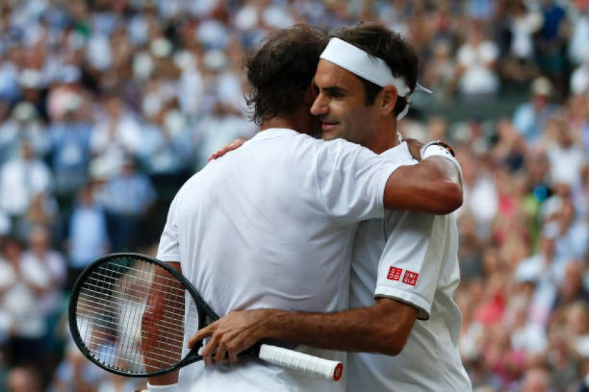 Federer stunned in Cincinnati; Djokovic advances