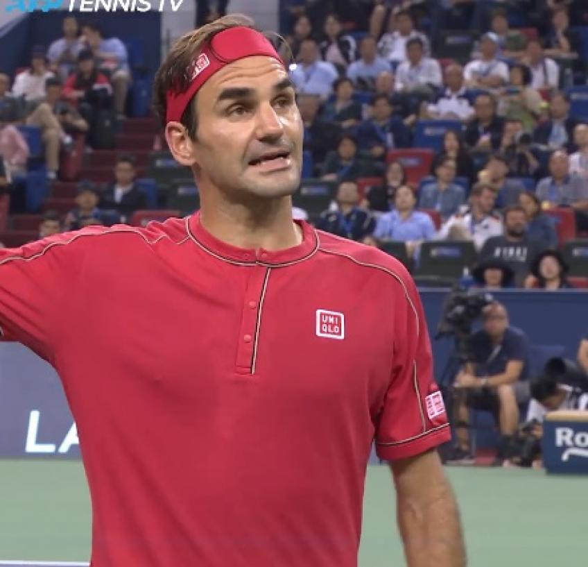 Roger Federer receives a point penalty in Shanghai