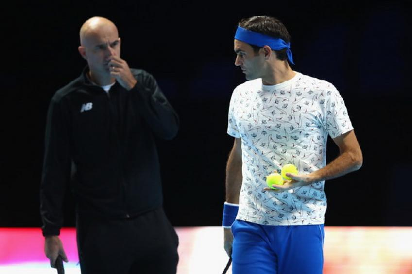 Roger Federer's coach Ivan Ljubicic speaks chess while tennis break continues