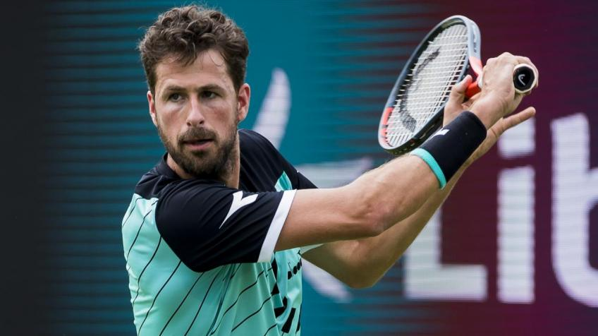 Robin Haase Offers His Services as a Babysitter to Families During the Shutdown