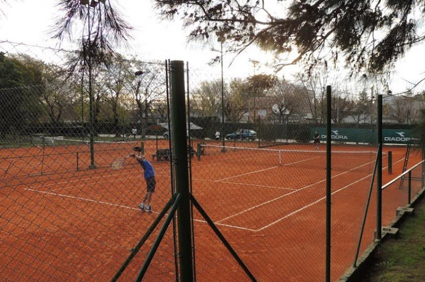 People climbed over the gates of a tennis club to play and were arrested!
