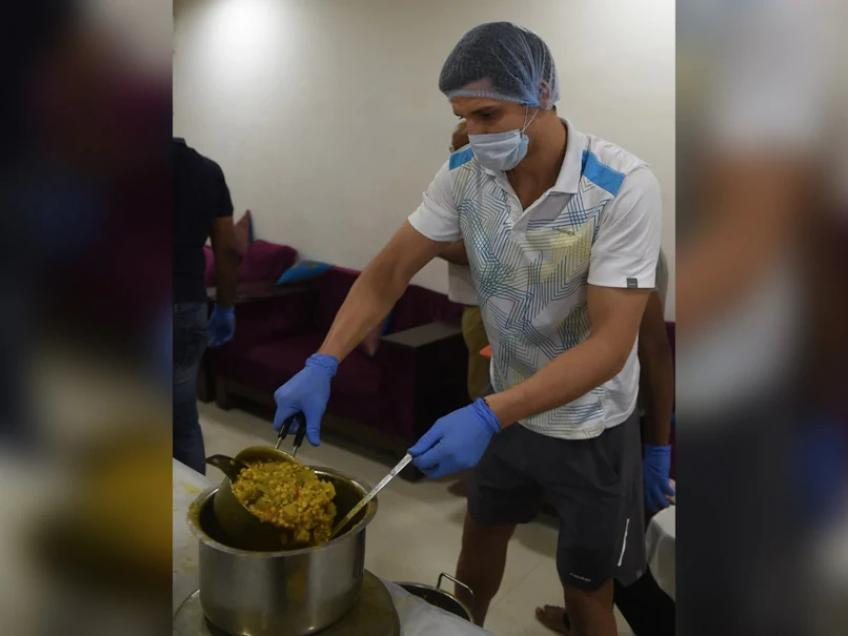 Dmitrii Baskov, former hitting partner of Simona Halep, helping feed poor in India