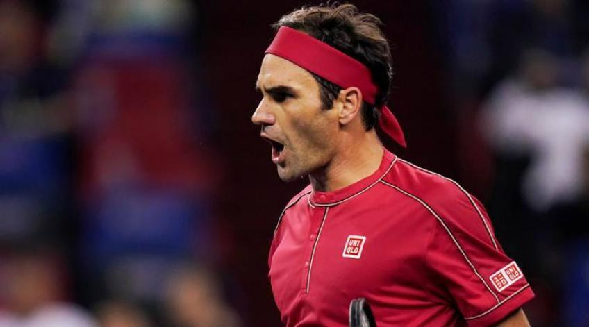 'Roger Federer is always around the line', says young star
