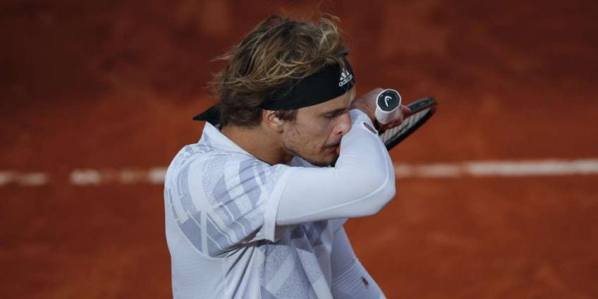 Alexander Zverev tests negative day after feeling 'completely sick' at French Open